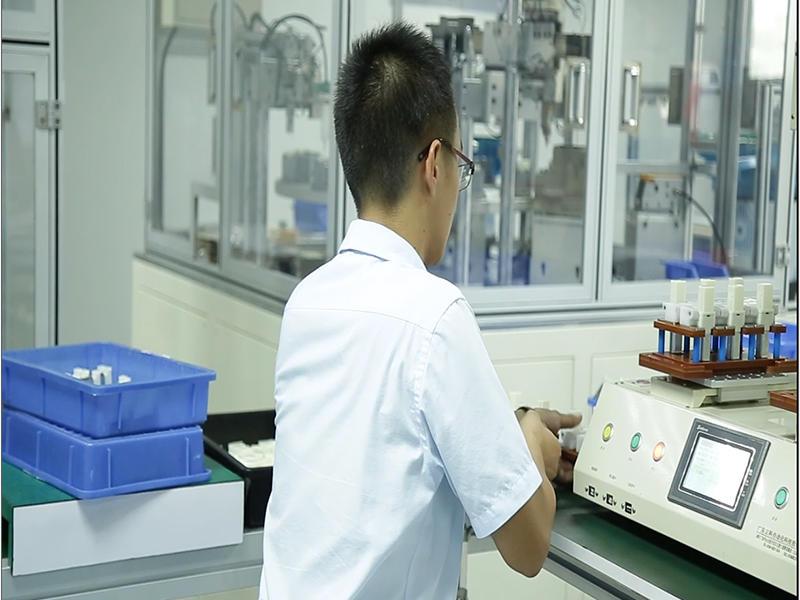Semi-automatic screw machine